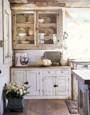 22 Rustic Country Kitchen Interiors. 1. Vintage Rustic Cabinets